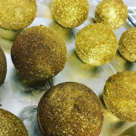 golden pineapple bath bomb
